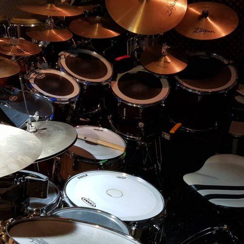 yamaha recording custom drums in dim light