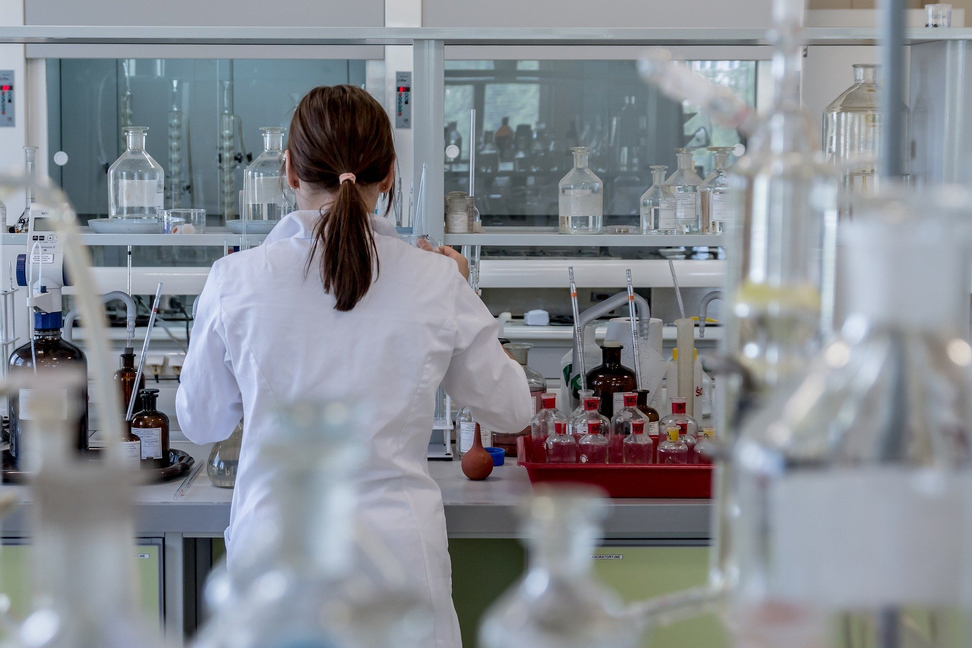 lady in chemistry laboratory analysing chemicals