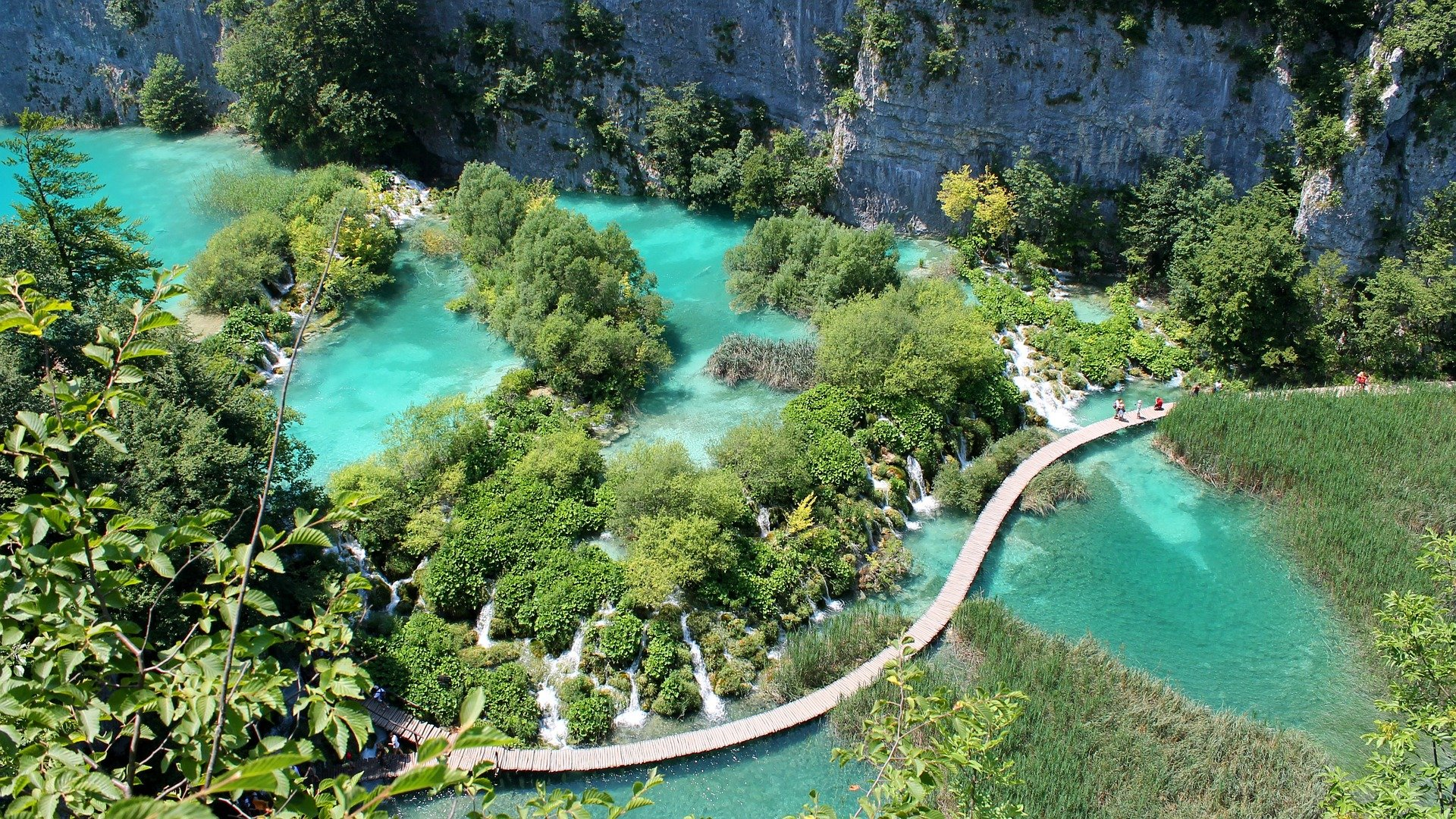 beautiful geography of the plitvice lakes in croatia